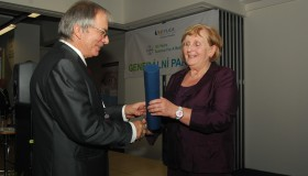 MUDr. Michalu Janekovi bylo uděleno čestné členství České oftalmologické společnosti